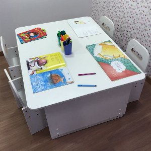 Mesa four kids - mesa tampo branco + 4 cadeiras com regulagem de altura branco