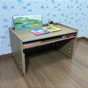 Mesa infantil com regulagem de altura grande com 83cm de largura cor itapuã