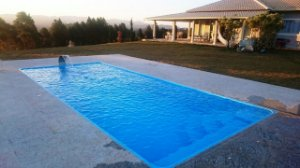 Piscina de Fibra Domingo Azul com friso - 7,30 m x 3,30 m x 1,40 m - 28.000 litros - Diazul Piscinas