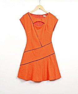 Vestido laranja Morena Rosa Detalhe Vivos Pretos