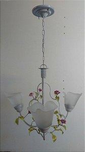 Lustre de ferro com flores violeta com vidro liz