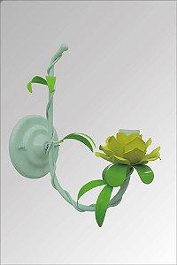 Arandela de ferro com flores anturio