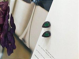 Brinco ródio negro gota esmeralda