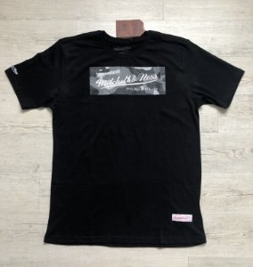 Camiseta Mitchell & Ness Box Logo Camo