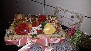 Cesta de Sabonetes Artesanais Flores e Frutas