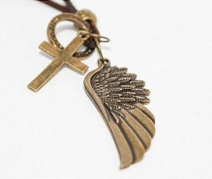 Colar de asa de anjo com cruz