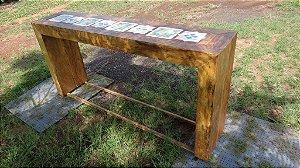 Aparador trave com ladrilhos hidráulicos - Em madeira de demolição