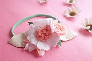 Coroa de Flores com detalhes em couro