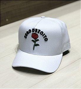 Boné Zero18 Rose Branco Aba Reta - Zero18 d9aa628485d