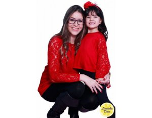 Blusinha de Renda Vermelha - Tal Mãe Tal Filha