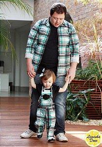 Camisa e Jardineira Xadrez Verde e Preto - Tal Pai Tal Filha