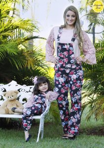 Conjunto Blusinha e Macacão Floral Preto - Tal Mãe Tal Filha