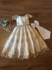 Vestido de Daminha com Renda Dourada - Infantil