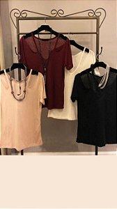 T-Shirt Podrinha Ombro Vazado