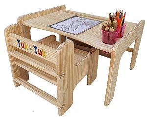Mesa de arte com rolo de papel