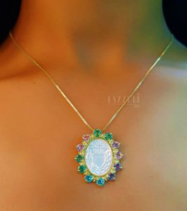 Colar Mandala Oval Sagrado Coração com Zircônia Colorida e Madrepérola
