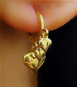 Brinco Mini Argola 3 Corações Lisos Banhado em Ouro18k (SKU: 00031947)