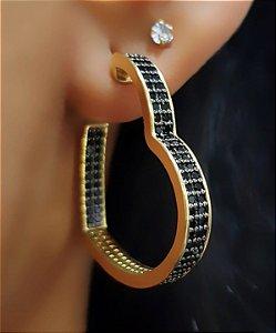 Brinco Coração Luxury Zircônia Negra Banhado em Ouro18k (SKU: 00039634)