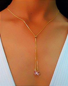 Colar Gravatinha Regulável com Zircônia Rosa na Ponta Banhado em Ouro18k