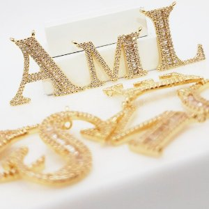 Colar com Letra Inicial com Micro Zircônias e Zircônias Baguettes Banhada em Ouro18k