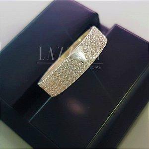 Anel V com Micro Zircônias Cristal em Prata 925