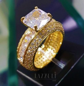 Anel Solitário Luxury com Micro ZIrcônias e Zircônia Baguettes Banhado em Ouro18k