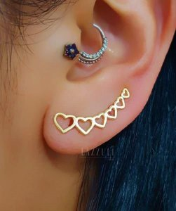 Brinco Ear Cuff 6 Corações Lisos Banhado em Ouro18k
