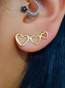 Brinco Ear Cuff 3 Corações Lisos Banhado em Ouro18k