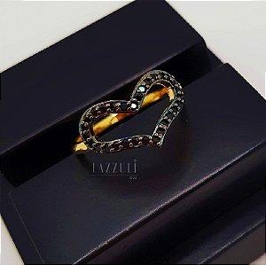 Anel Coração Vazado Micro Zircônias Negras Banhado em Ouro18k (SKU: 00010622)