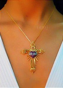 Colar Cruz Sagrado Coração com Micro Zircônias com Detalhes Ródio Branco Banhado em Ouro18k