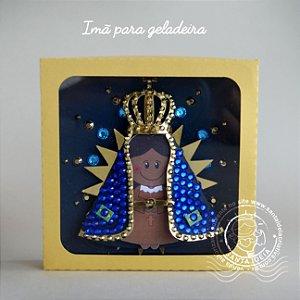 IMÃ DE GELADEIRA N.S. APARECIDA COM CAIXA PARA PRESENTEAR