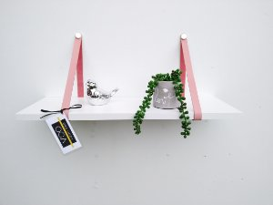 Prateleira branca com alça de couro legítimo Rosa Claro