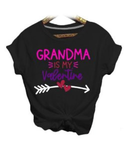 Camiseta GRANDMA IS MY VALENTINE - Duas Cores