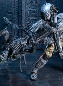 AvP Celtic Predator vs Grid Alien (Battle Damaged) - Action Figure