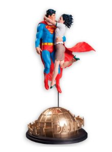 DC Designer Series - Superman and Lois Lane By Gary Frank Statue