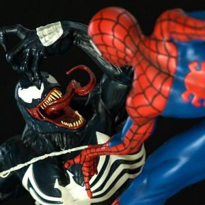 Spider man Vs Venom Battle Diorama