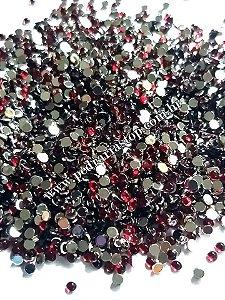 Pedra da lua vermelho escuro 2mm - Aprox. 200 pcs