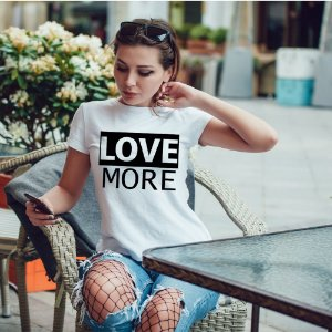 Camiseta T-shirt Feminina love more