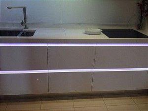 Fita LED 5050 Branco Frio S/Silicone Prova D'água 5 Metros + Fonte