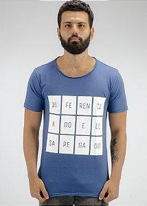 Camiseta Gola Redonda a Fio Marinho Desapegado