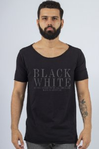 Camiseta Gola Canoa Preta B&W