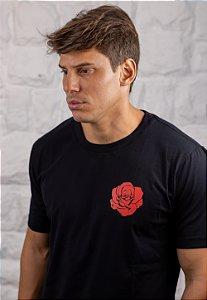 Camiseta Gola Tradicional Preta Red Rose