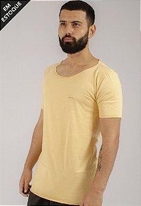 Camiseta Gola Canoa Amarela Básica