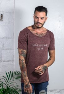 Camiseta Canoa Botonê Bordô Mata o Papai