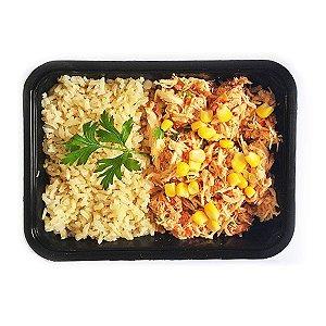 Frango Caipira ao molho fresco com arroz integral colorido