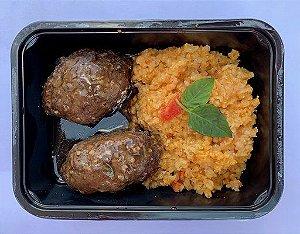Quibe de carne e painço com risoto de tomate seco