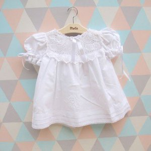 Vestido de algodão com pala de renda renascença branca