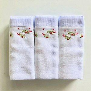 Kit com 3 fraldas bordadas à mão - flores brancas e vermelhas