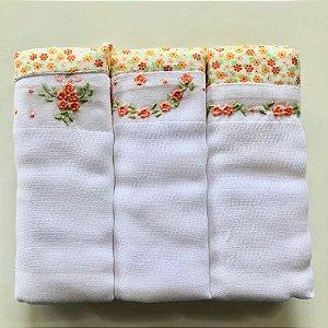 Kit com 3 fraldas bordadas à mão - flores laranjas