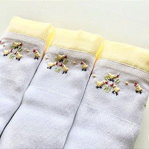 Kit com 3 fraldas - pintinho - barrado amarelo